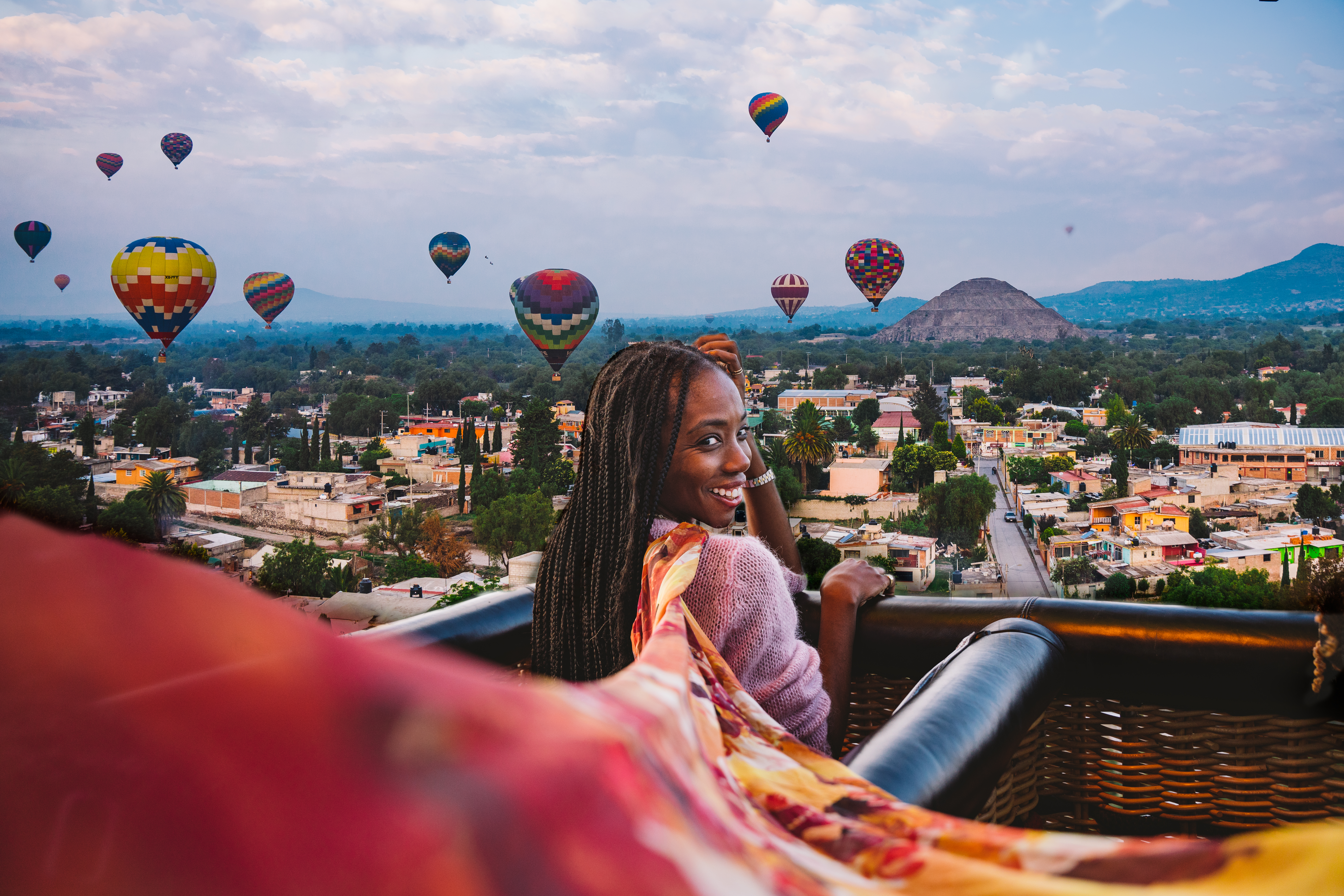Girl and floating top, hot air balloons, teotihuacan pyramids in front